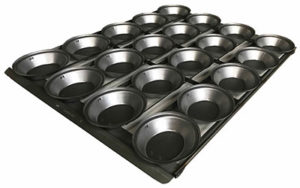 Self Cutting Pie Tray Oval - 4 Rows x 5, 18 Inch - Panglazed NZ02018P